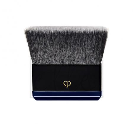 Clé de peau beauté radiant powder foundation brush
